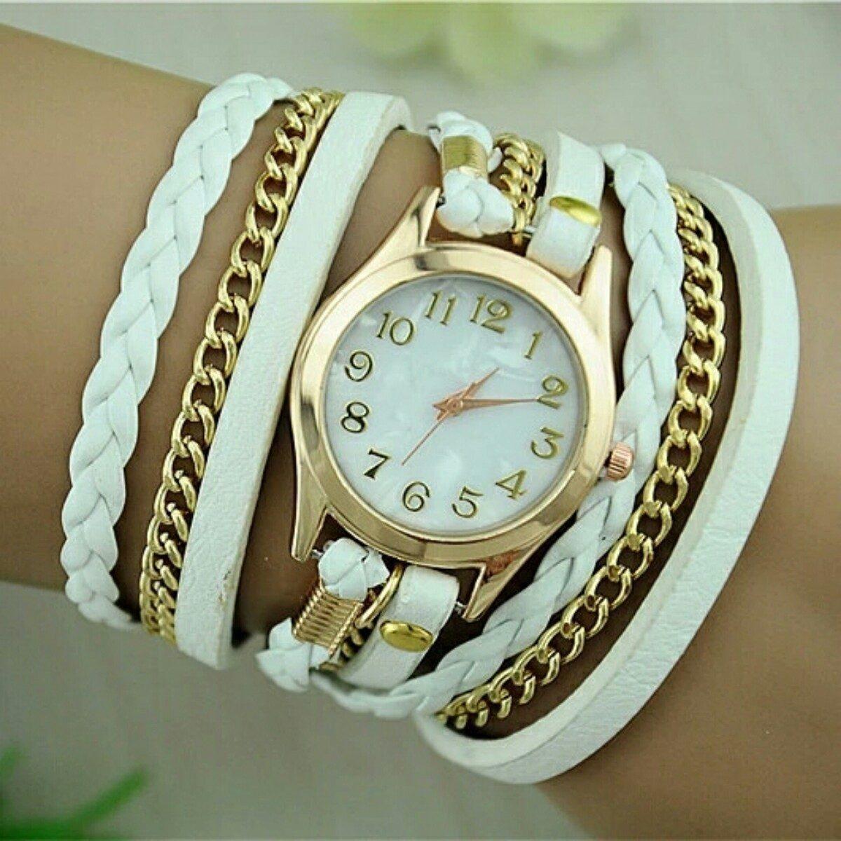 b7653047713 Relogio Feminino Dourado De Couro Branco Bracelete Strass - R  35