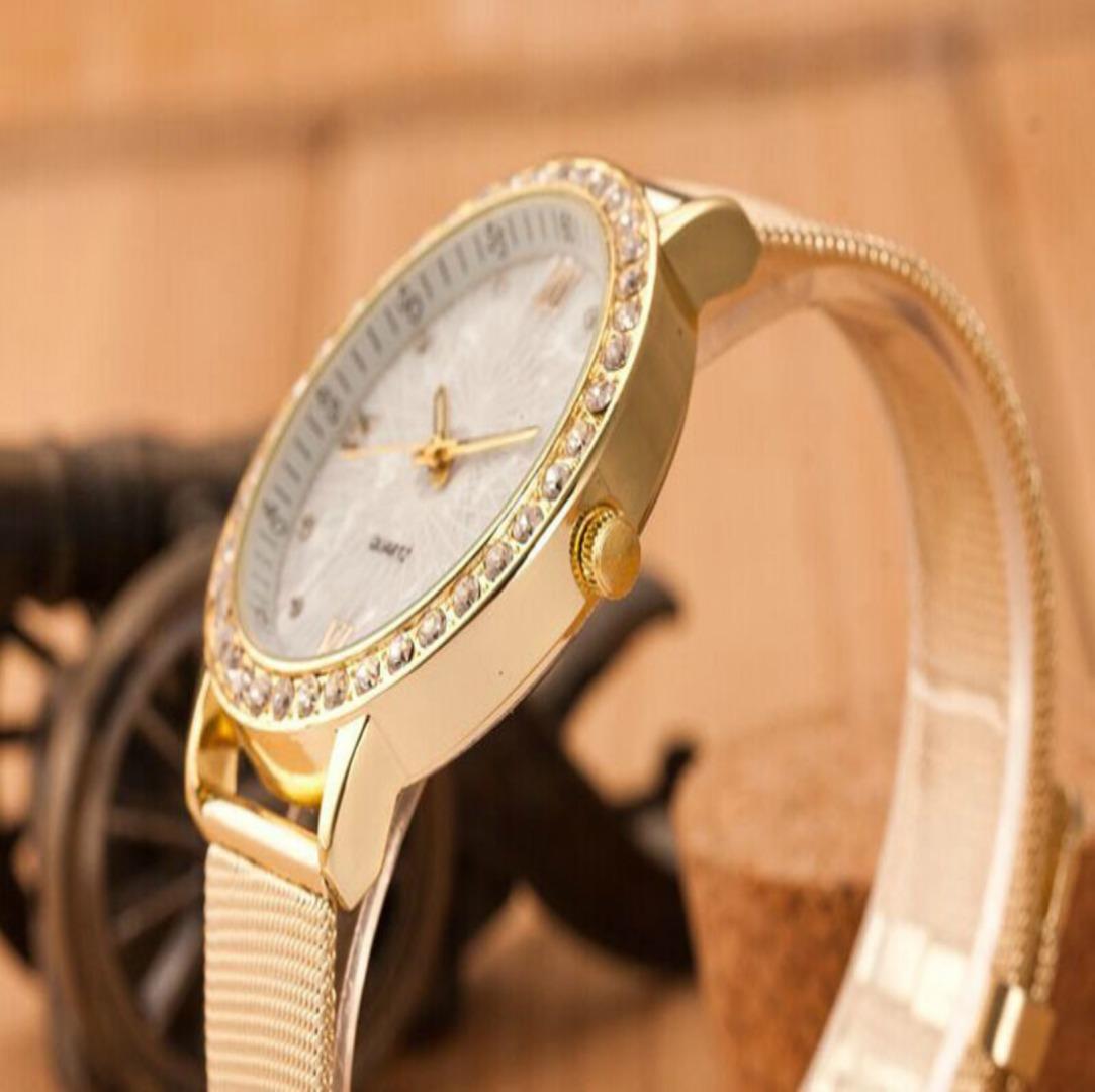 afbab507519 relogio feminino dourado lindo e elegante delicado com garan. Carregando  zoom.