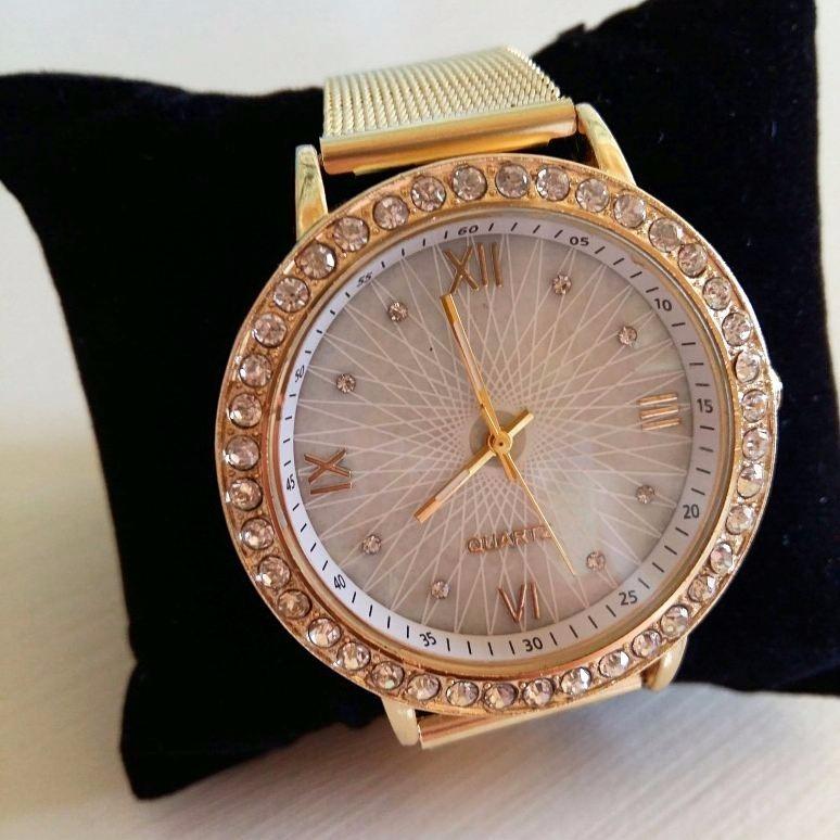 b5233fae30d Relogio Feminino Dourado Lindo E Elegante Delicado Com Garan - R  74 ...