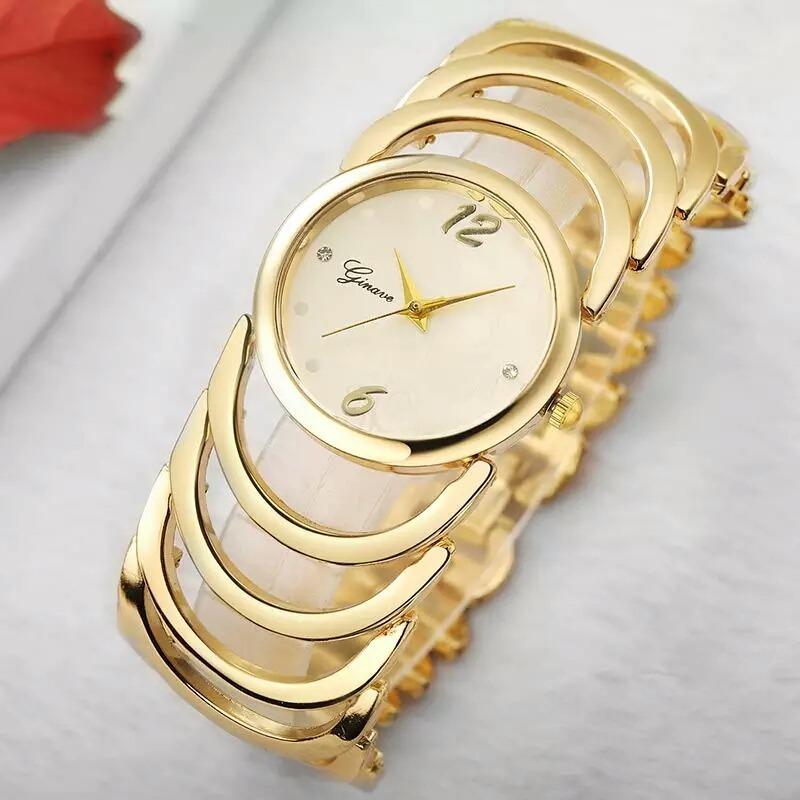 c2b9cc9d397 Relógio Feminino Dourado Pulseira Bracelete Original - R  97