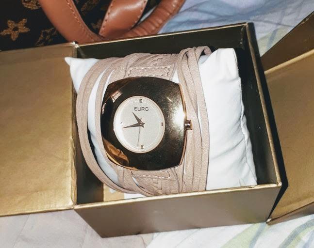 c2ba6563faf Relógio Feminino Euro Aço Dourado Pulseira Em Couro Marrom - R  156 ...