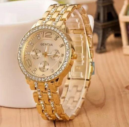 a6b6582e736 Relógio Feminino Geneva Dourado Pulseira Com Strass Promoção - R  89 ...