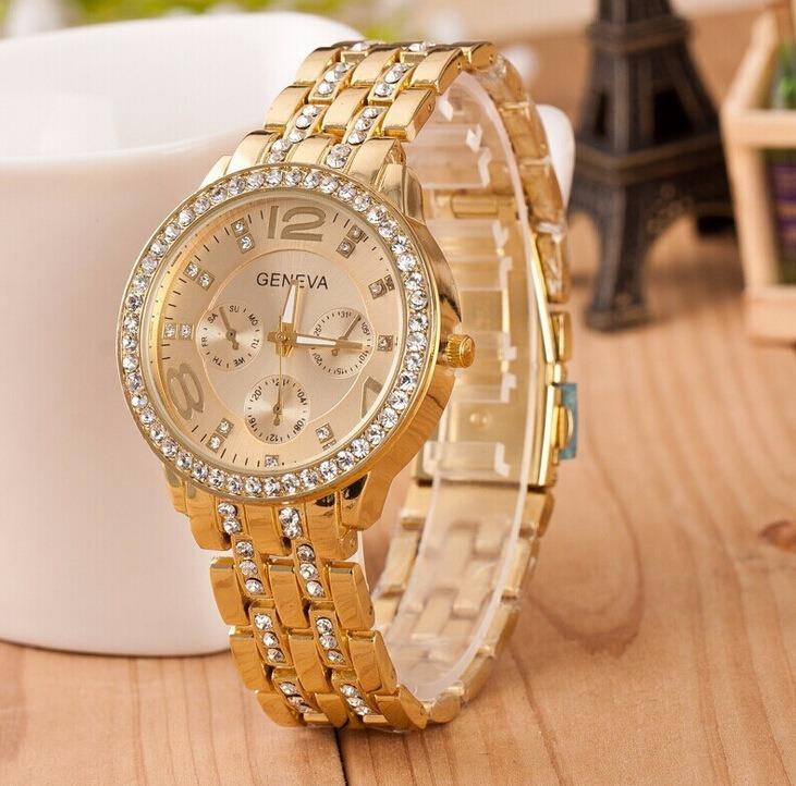 9526fe62a66 Relógio Feminino Geneva Pulseira Dourada Com Strass Barato - R  49 ...