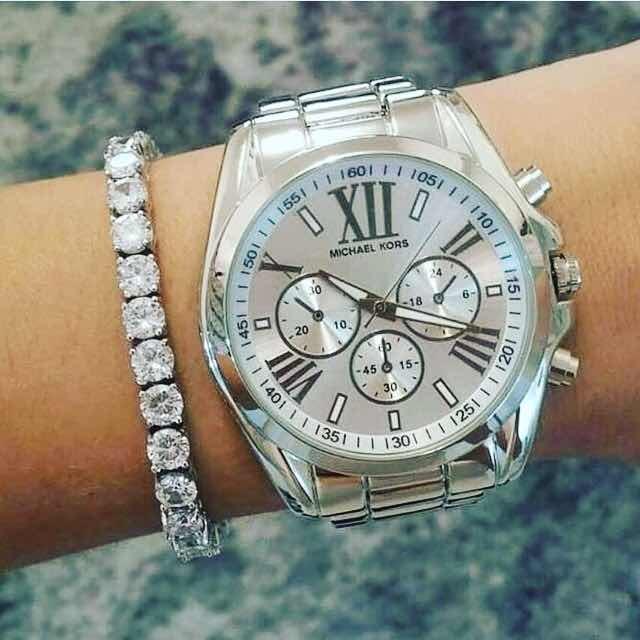 a7b9a242871 Relógio Feminino Mk Prata - Promoção - R  99