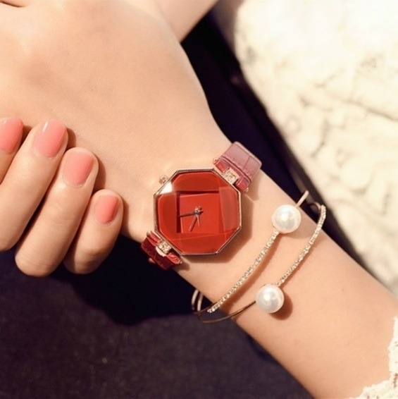 59bb0ebb0fb Relógio Feminino Ol Geométrico Quartz Vermelho Grátis Óculos - R  20 ...