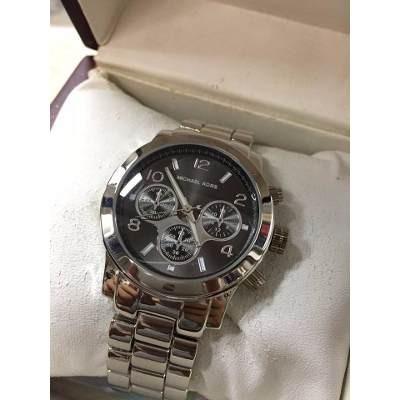 Relógio Feminino Prata Fundo Preto Michael Kors - R  120,00 em ... af0674ac06