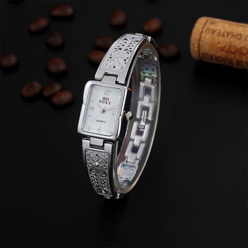 de8e25c75fb relógio feminino quadrado prata com fundo preto casual luxo. Carregando zoom .