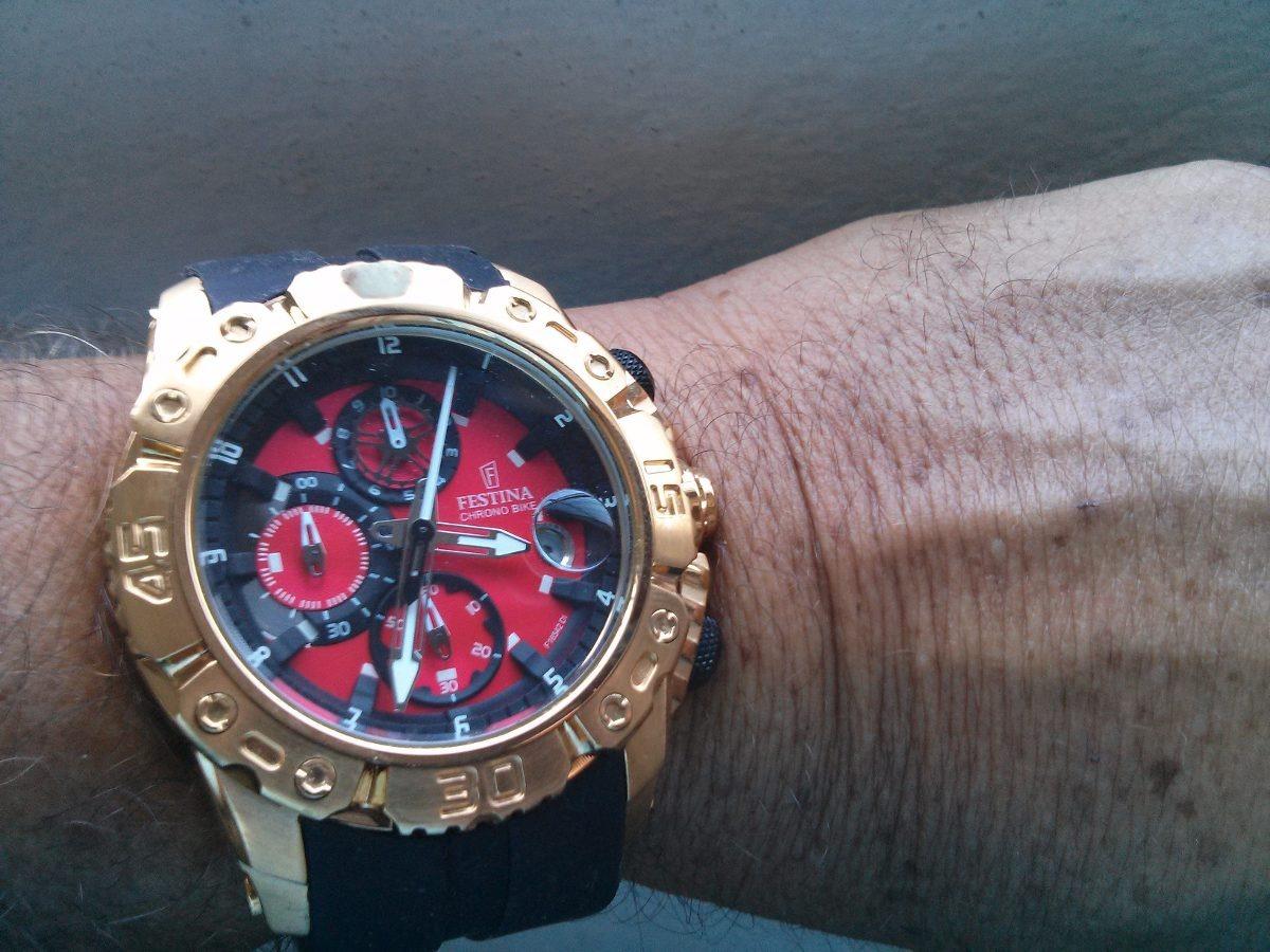 3aa7b71a77d relógio festina chrono bike f16542 dourado c pulseira preta. Carregando  zoom.