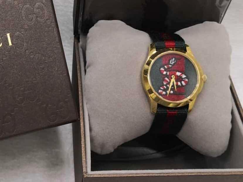 359fd1200a1 relógio gucci cobra com dourado novo original. Carregando zoom.