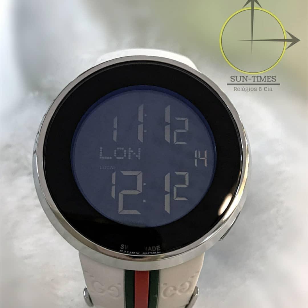 de5d4090a93 relógio gucci digital preto   branco   dourado   prateado. Carregando zoom.