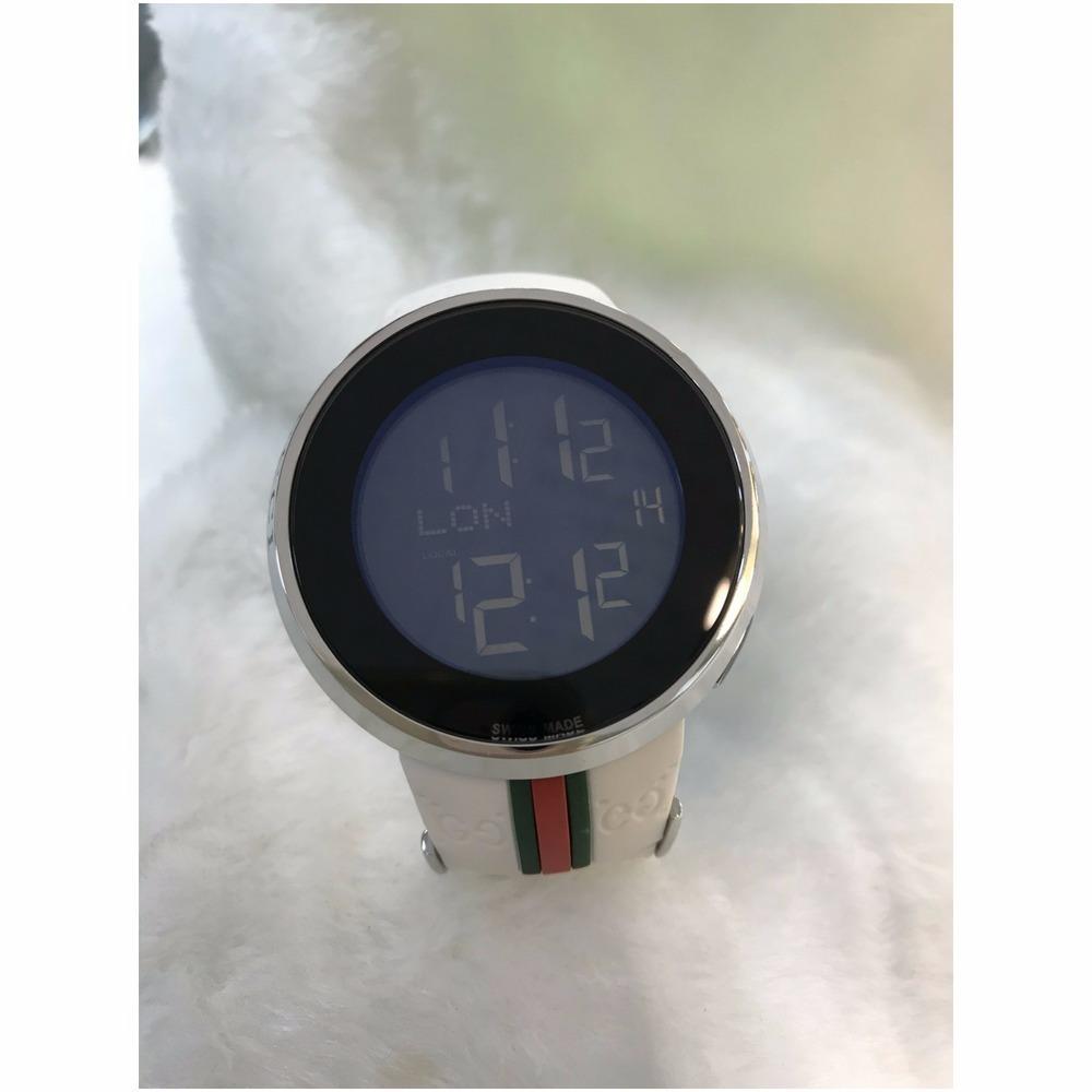 2989fba14b8 relógio gucci digital pulseira de borracha branco ou preto. Carregando zoom.