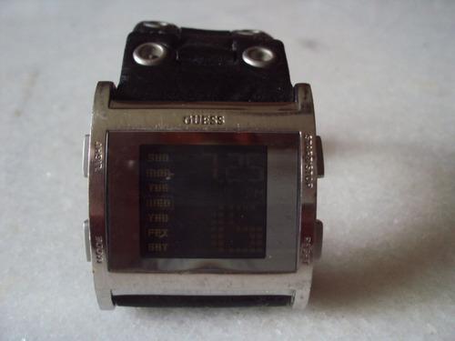 relógio guess digital