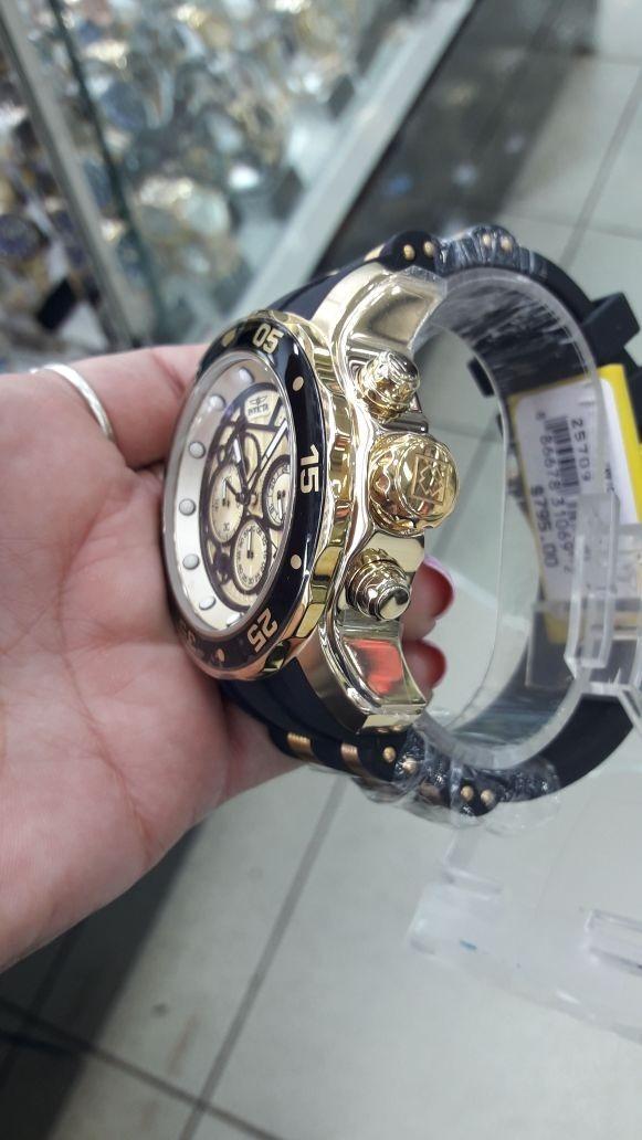 5229249d283 relógio invicta 25709 original dourado c  preto modelo novo. Carregando  zoom.