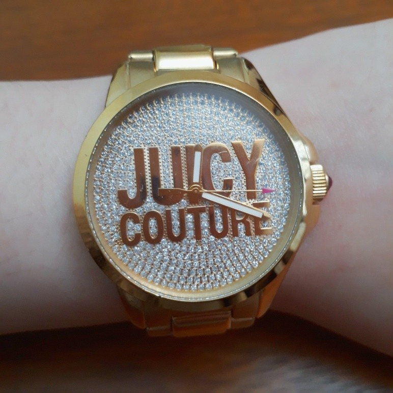 4b6f8a46a18 Relógio Juicy Couture Feminino Analógico Dourado Cristais - R  280 ...