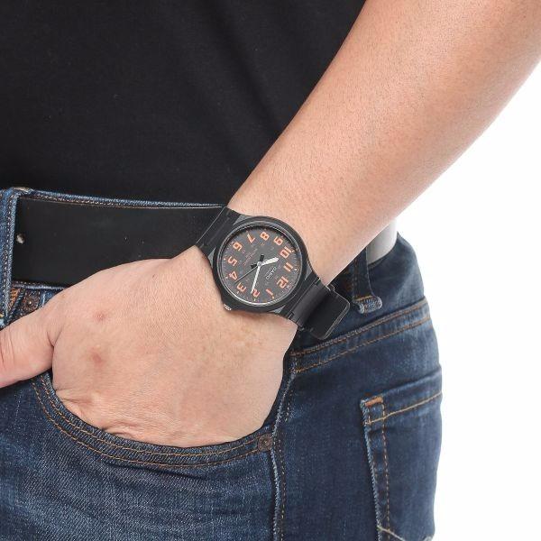 3d11e1c1e57 Relógio Masculino Casio Mw 240 Resistente A Agua50 Metros Or - R  69 ...