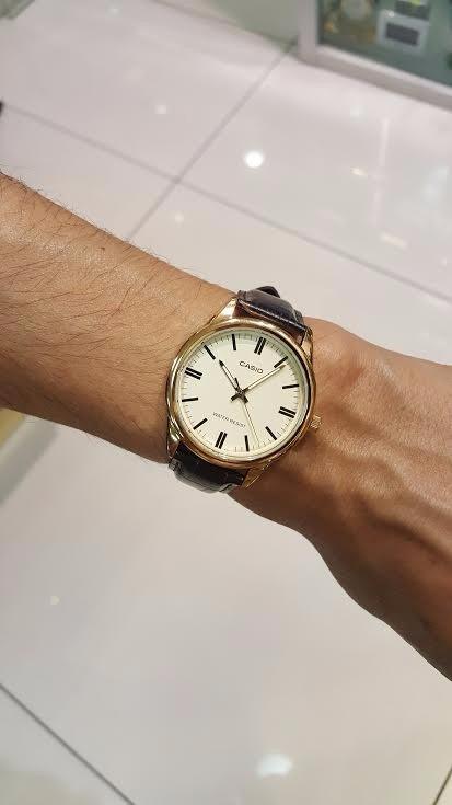 e1df6910f88 Relógio Masculino Casio Social Couro Com Visor Champanhe - R  279