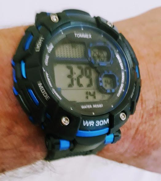 d80c47036b2 Relógio Masculino Digital Preto Emborrachado Tommex Novo - R  65