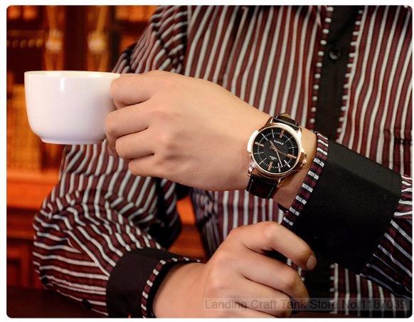 ea964aba5b8 Relógio Masculino Em Couro - Yazole - Lindo - R  84