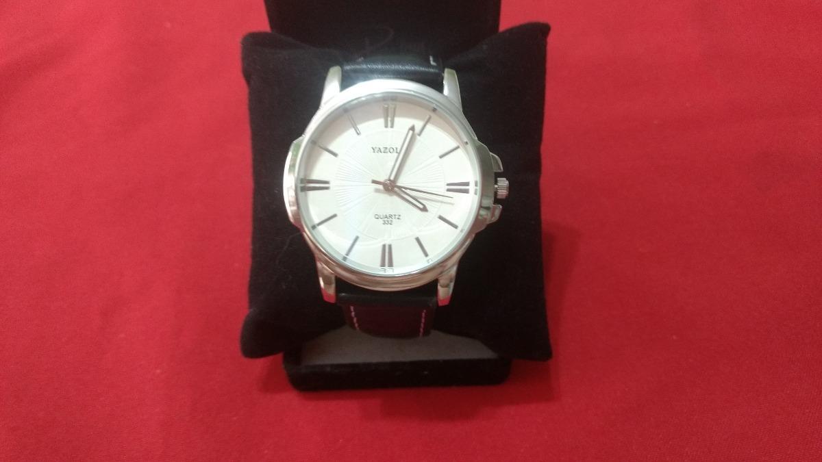 cd6a69eaf72 relógio masculino yazole pulseira de couro fundo branco. 4 Fotos