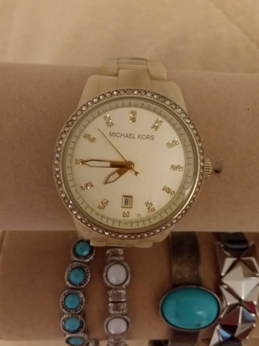 dd2d9c22bbd relógio michael kors madrepérola com brilhantes. Carregando zoom.