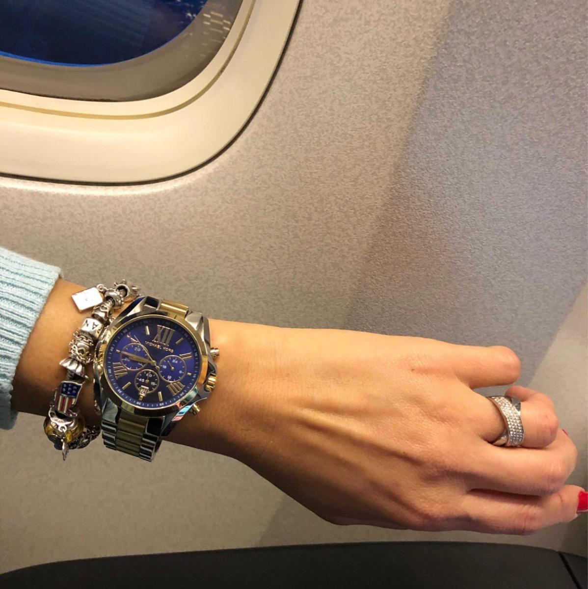 Relógio Michael Kors Mk5976 5an Prata dourado Fundo Azul - R  890,00 ... 8810c4a06f