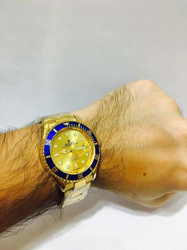 relógio modelo sub em aço gold blue