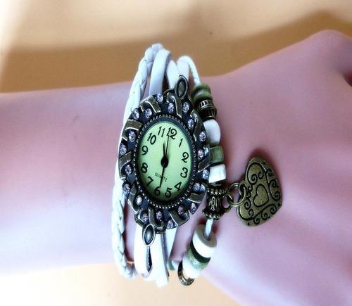 relógio pulseira de couro com miçangas e pingente coração