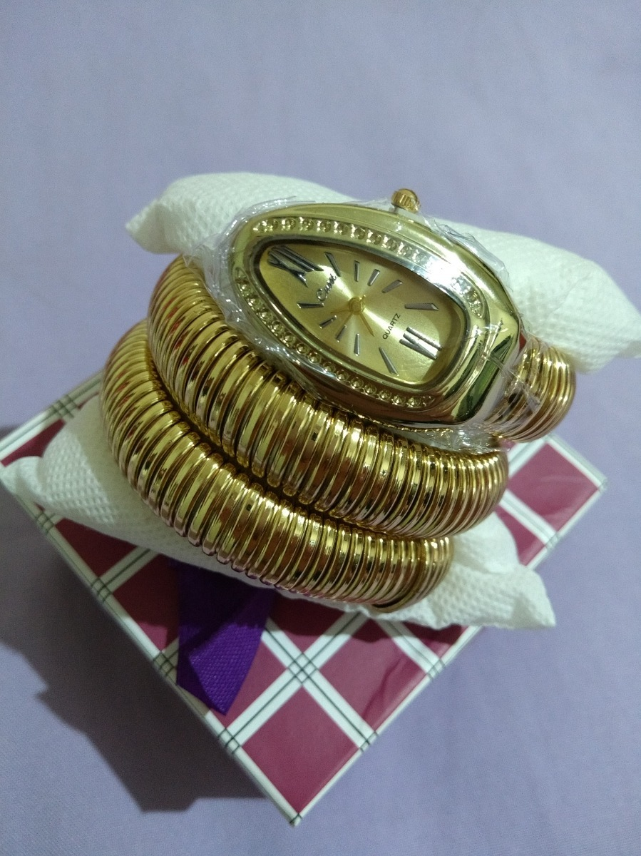 0ed3e7c0cdf relógio pulso feminino serpente cobra dourado novidade cussi. Carregando  zoom.
