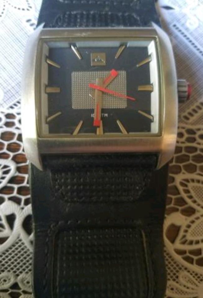 Relógio Quiksilver Sequence - R  150,00 em Mercado Livre 6c36773d3c