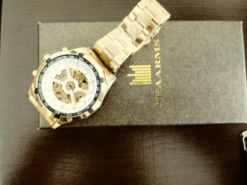 relógio skeleto ,mecanismo automático cor dourado .