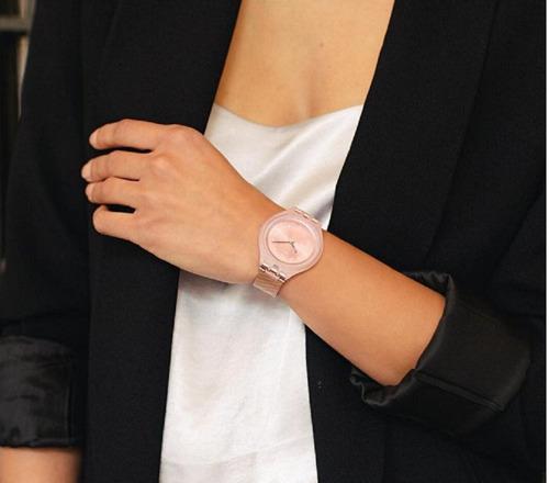 relógio swatch skinchic  svup100m