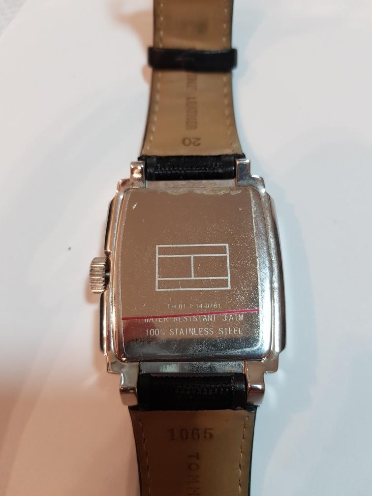 2a81ef9178a Relógio Tommy Hilfiger Quadrado Original - R  495