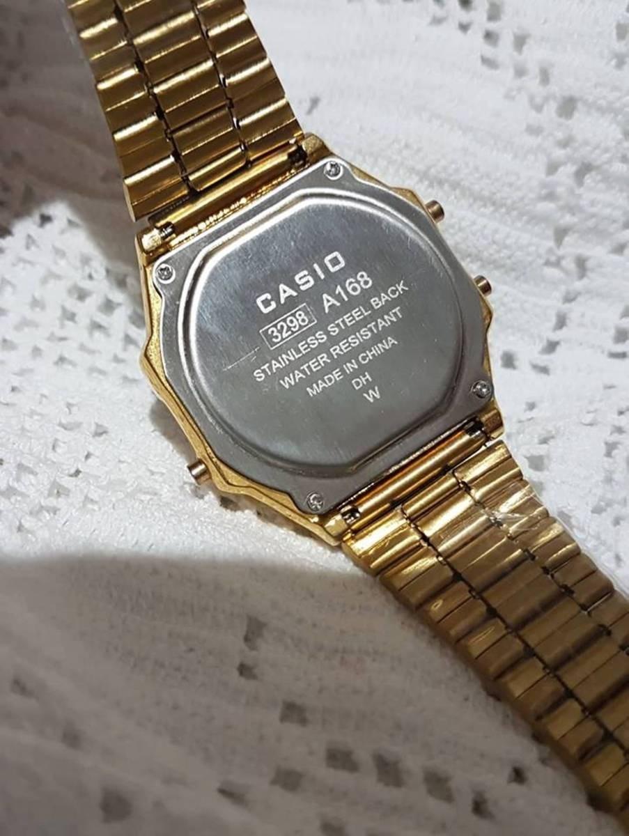 c3bbdb0afa38 relógio unissex casio retrô dourado e preto top e barato. Carregando zoom.