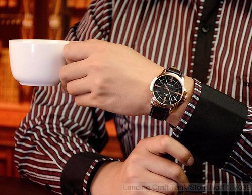 relogio unissex de couro/dourado/branco/preto/marrom/cafe