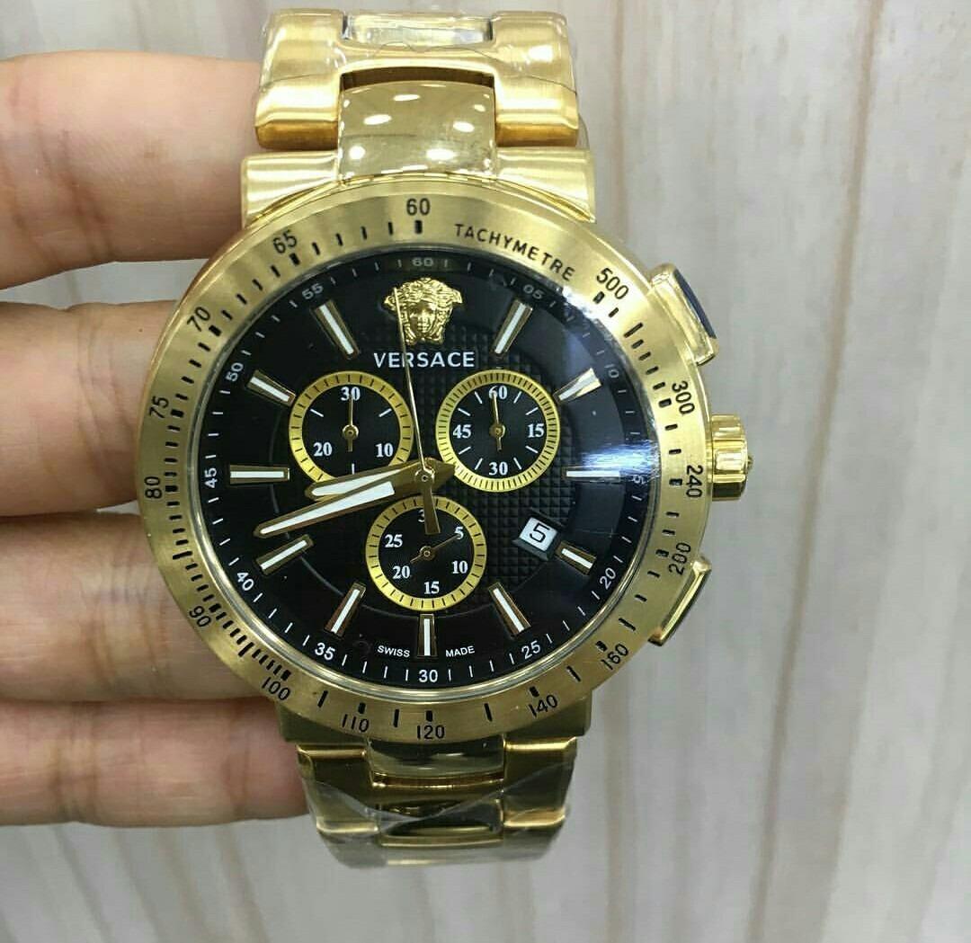 18ed46b0461 relógio versace medusa dourado fundo preto aço. Carregando zoom.