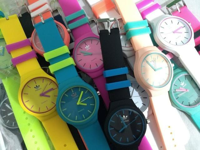 ad0ec167ff8 Relógios adidas Barato Emborrachado (6unidades) - R  110