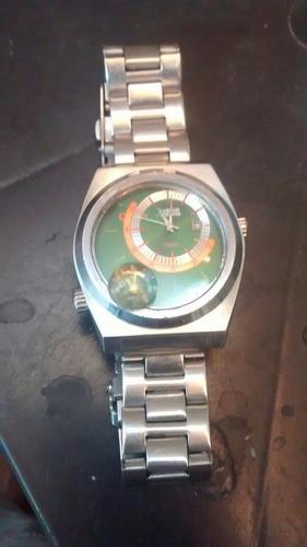 relógios apenas 2 original e 1 falso.