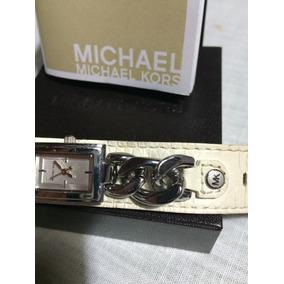 20ca61b3a Relógio Michael Kors Dourado Com Pulseira Em Couro Feminino ...
