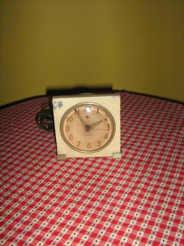 reloj antiguo de mesa electrico  p/reparar
