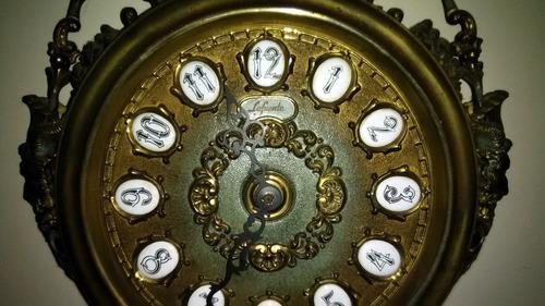 reloj antiguo de péndulo para pared la fuente