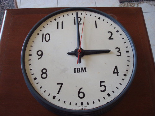 reloj antiguo electrico de pared marca i.b.m  made u.s.a.