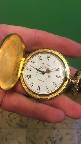 reloj antiguo y chivo