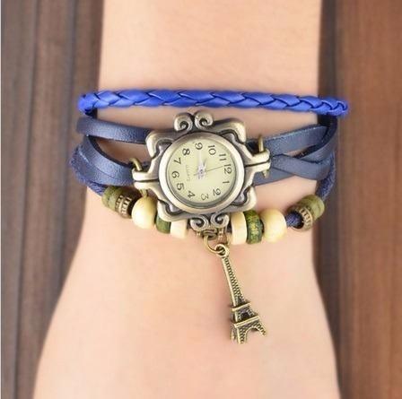 reloj brazalete de piel con dije de la torre eiffel
