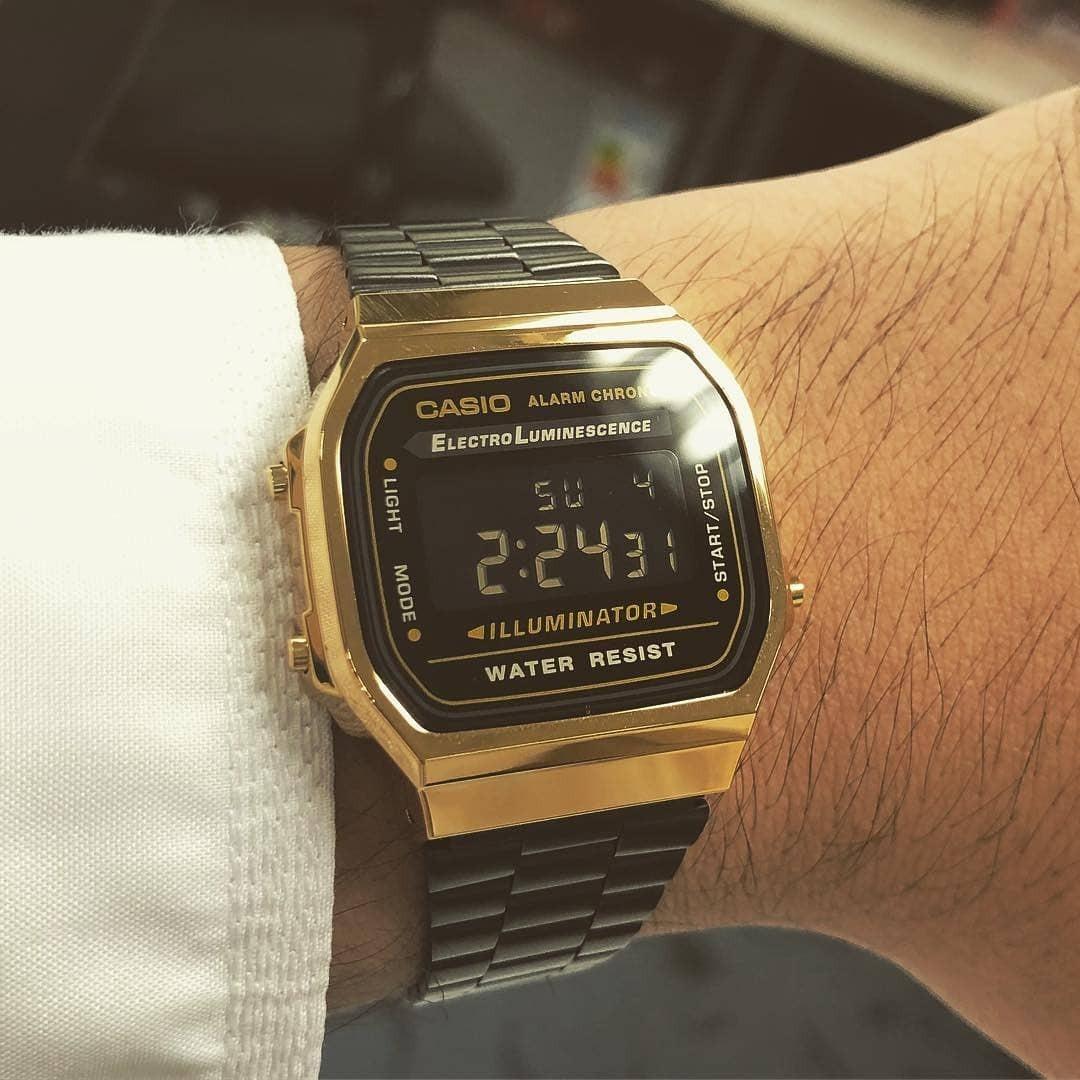 d6d3d54b2731 reloj casio retro dorado negro a168w 2018 vintage. Cargando zoom.