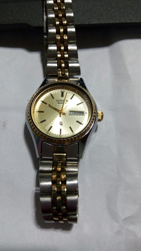 e7dd058bce73 reloj citizen quartz mujer impecable funcionando! Cargando zoom.