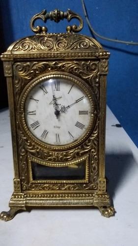 reloj de aguja y pendulo
