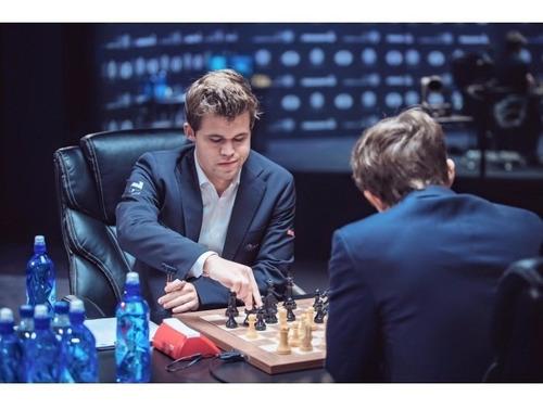 reloj de ajedrez dgt 3000 - el que se utiliza en el mundial