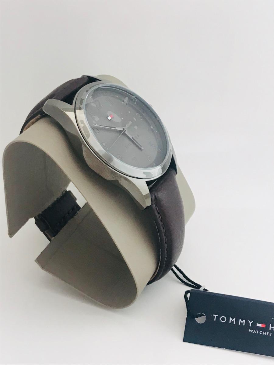 049cc8c4c9f2 reloj de caballero marca tommy hilfiger nuevo original. Cargando zoom.