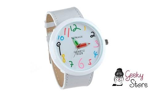 reloj de muñeca con diseño de lápices brazalete blanco