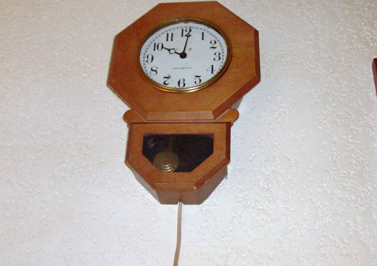 Reloj de pared antiguo 50 general electric octagonal for Relojes de pared antiguos precios